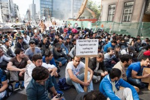 1380034446-afghan-refugees-show-their-anger-at-belgian-expulsion-_2780615